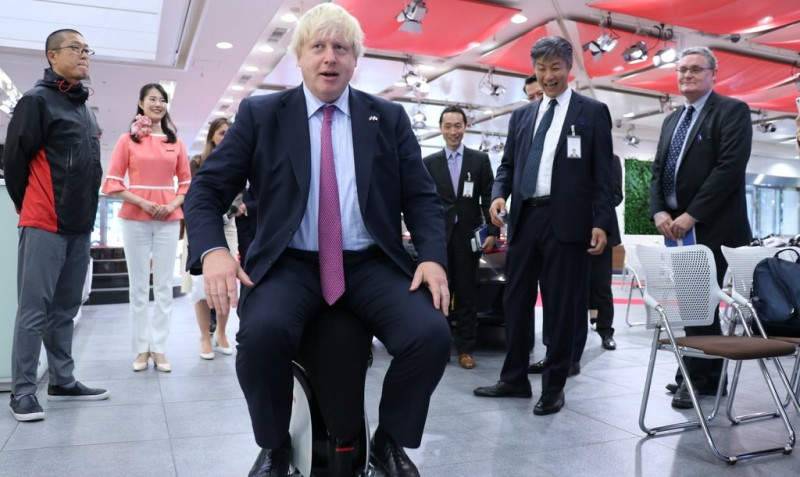 Брайан Клаугли: Эксцентричная внешняя политика Британии