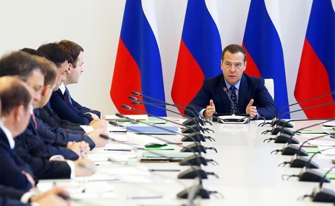 Медведев замахнулся на миллионные премии прикормленных топ-менеджеров