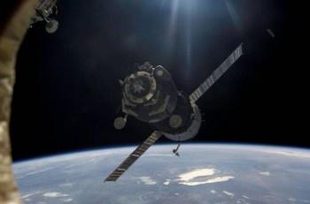 Около МКС пролетел странный мигающий НЛО