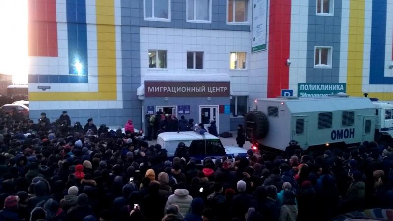 ОМОН с электрошокерами разогнал толпу мигрантов в Томске