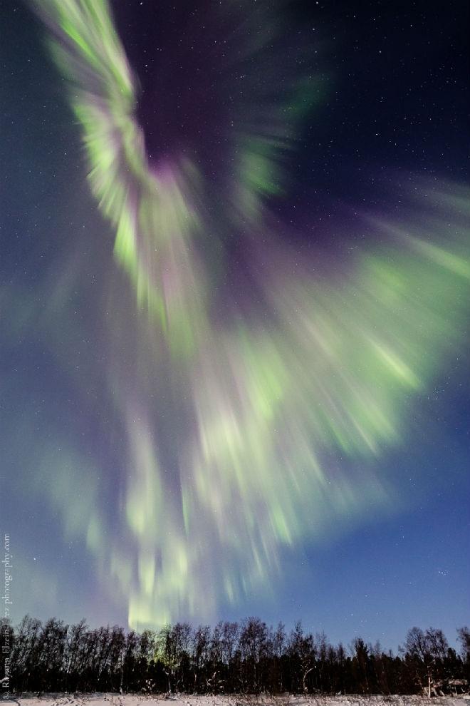 Из-за трещины в магнитосфере Земли появилось яркое полярное сияние