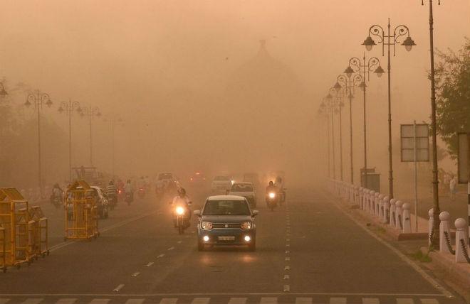 Мощный шторм на севере Индии: 42 человека погибли, более 200 получили ранения