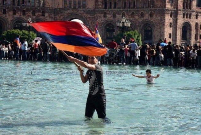 Андрей Ваджра. Хочу от всей души поздравить армян!