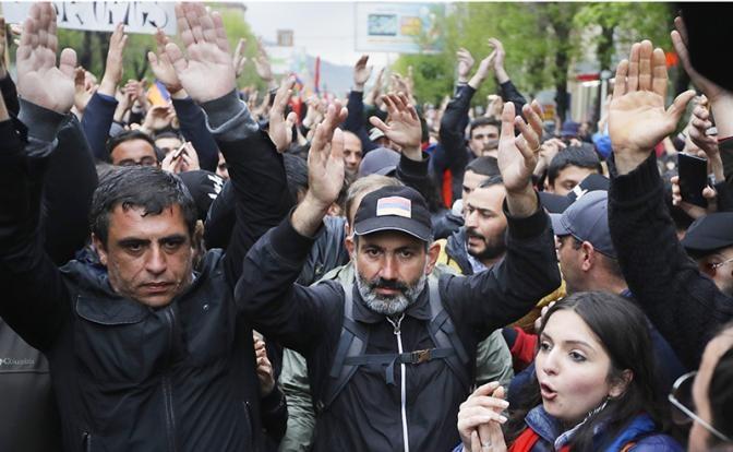 Чего выжидала Москва, пока Ереван менял власть