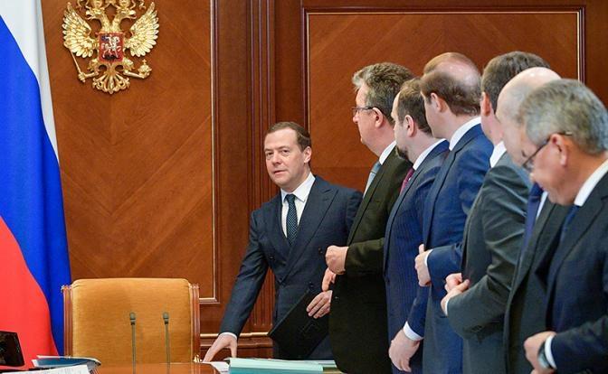 Путин принял решение: Медведев остается