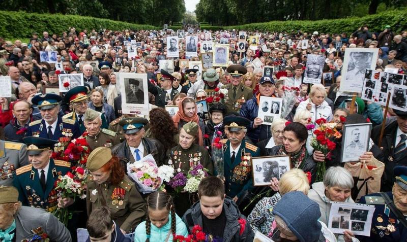Украинские нацисты против Великой Победы