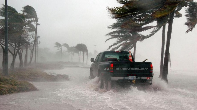 Аномалия в Атлантике вызывает разрушительные ураганы. Что угрожает россиянам