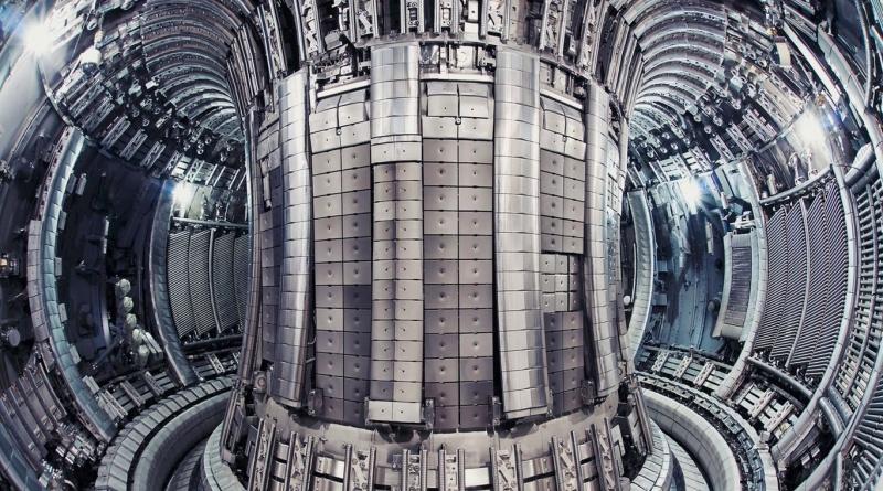 Российские ученые построят гибридный термоядерный реактор к 2030 году.
