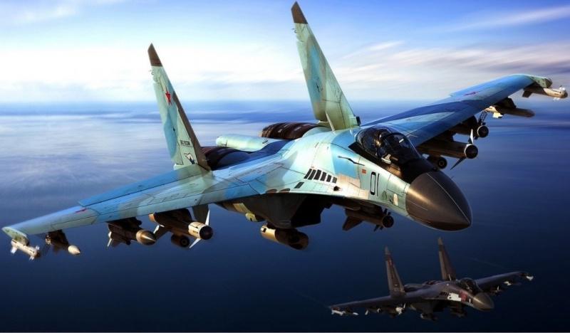 Воздушный бой новейших истребителей Су-35С показали на авиашоу в Рязани