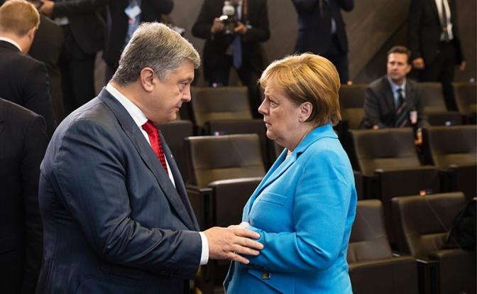 Пакт Путина-Трампа: Порошенко и Меркель оцепенели от страха