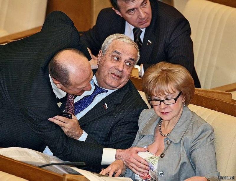 """Объясните, нафига нам 450 депутатов Госдумы, которые """"ничего не решают""""?"""