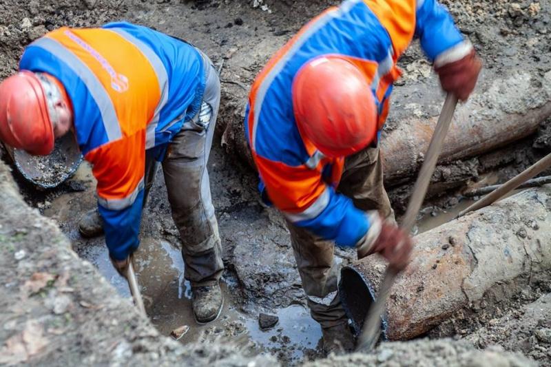 В Киеве массово лопнули трубы после подачи горячей воды