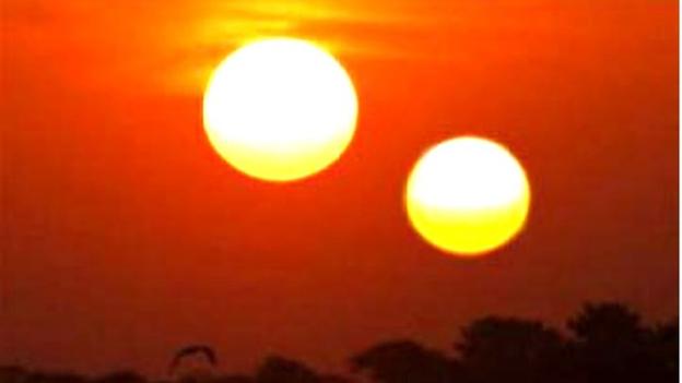 Два солнца на небе – у идиотов, и Солнце с бликом - для умных