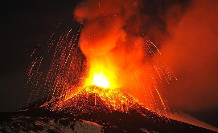 Флегрейские поля: накопление магмы под опасным супервулканом может быть сигналом огромного извержения (Newsweek, США)