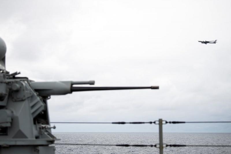 Российский торпедоносец подлетел к флагману Шестого флота США