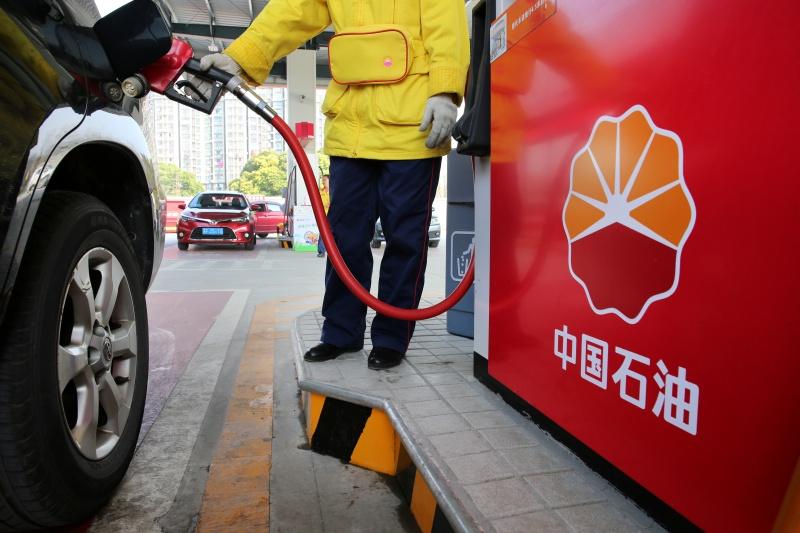 Китай максимально опустил цены на бензин
