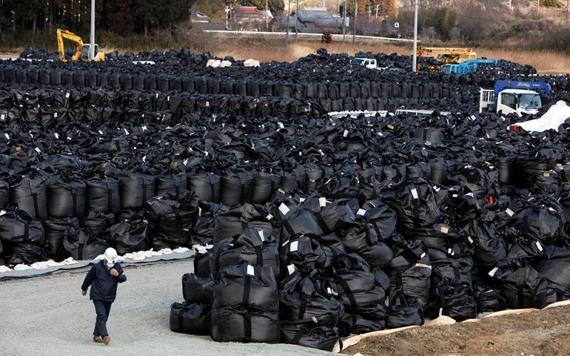 В Японии мешки с отходами от работ по дезактивации в префектуре Фукусима были смыты дождем в реку
