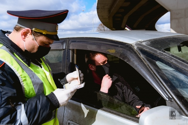 Проверка цифрового пропуска на въезде в Москву
